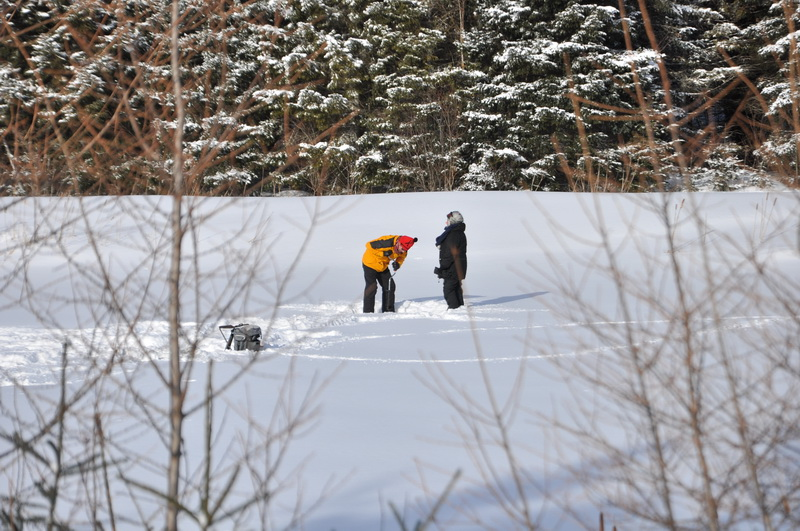 Enfants pêche en hiver