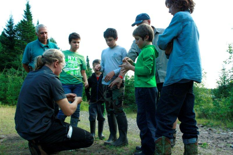 Cours de survie en forêt pour jeunes, ados et adultes