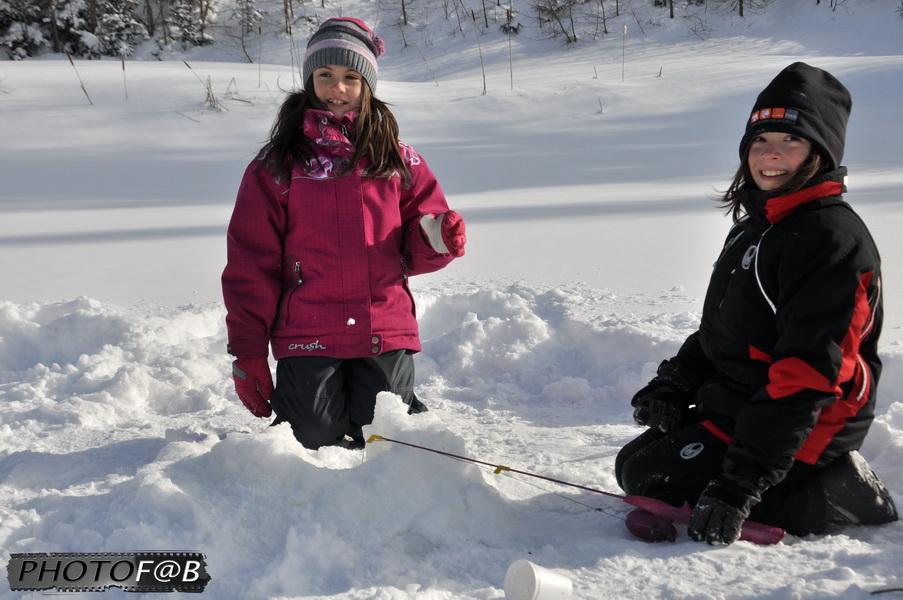 Enfants et pêche sur glace